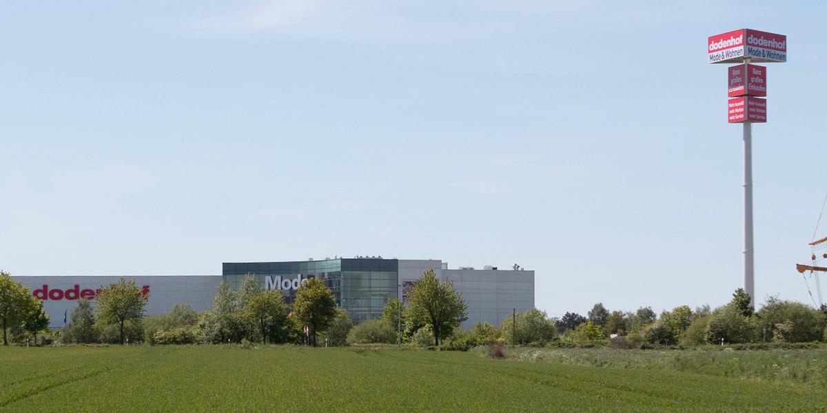 Dodenhof Riesiger Werbeturm Für Kaltenkirchen Moebelkulturde