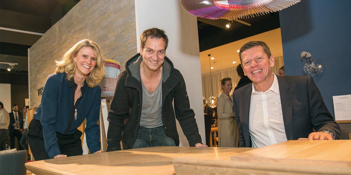team 7 prominente unterst tzung zur store er ffnung in d sseldorf. Black Bedroom Furniture Sets. Home Design Ideas